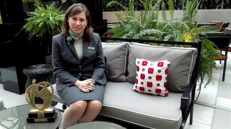 sofia-barroso-recepcionista Sofía Barroso, alumna de IMF, la mejor recepcionista del mundo