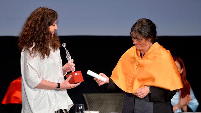 Premio IMF Medio de Comunicación 2015: El Español . Recoge premio Leticia Lombardero, Directora Marketing del diario. Entrega Belén Arcones, Directora Ejecutiva de IMF