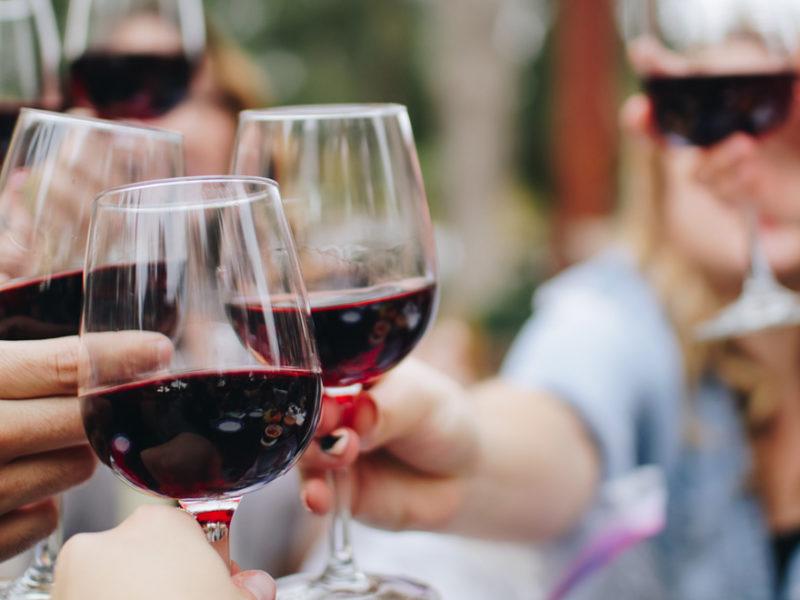 vino-esccoger-800x600 Tinto de verano: ¿Qué vino escoger para combatir el calor?