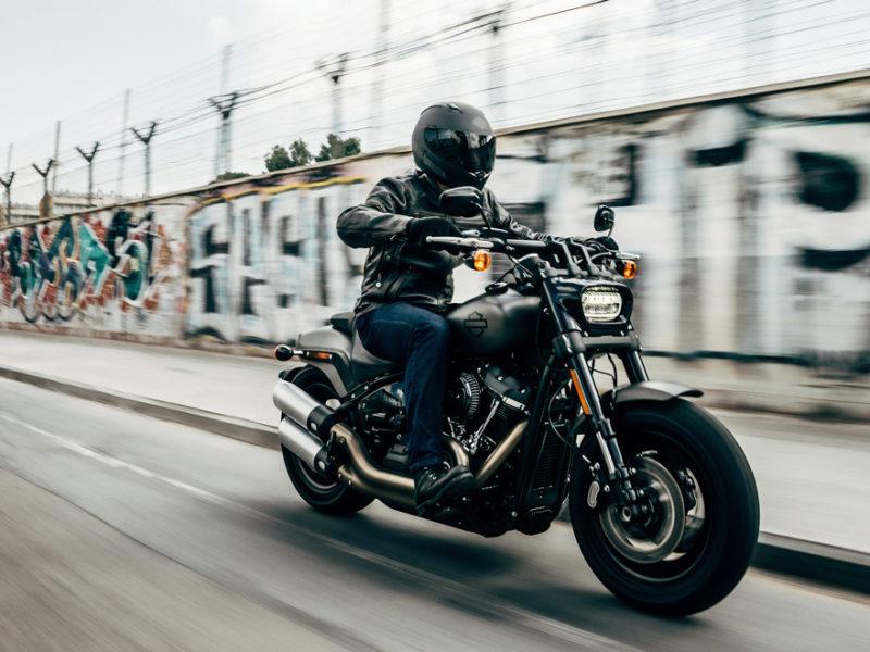 como-conducir-moto-seguro-800x600 Cómo conducir una moto en la ciudad de manera segura
