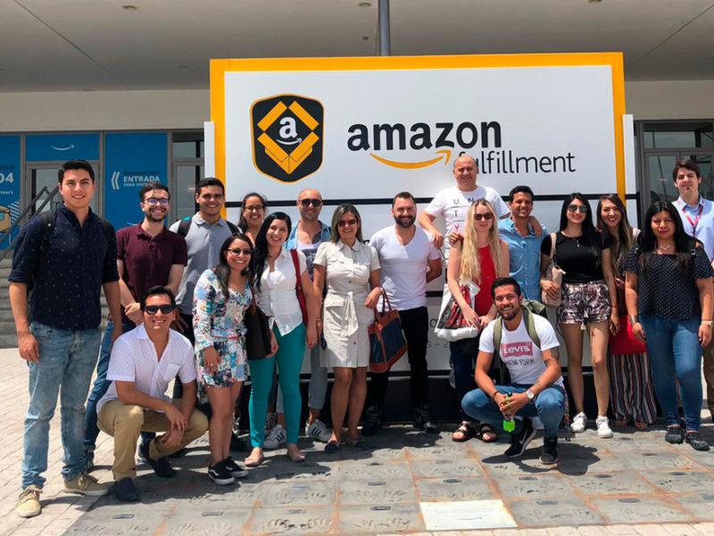 los alumnos de imf visitan la empresa de Amazon