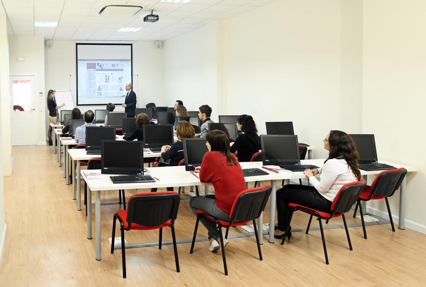 Aula-con-Alumnos La cualificación profesional: un valor para asegurar tu empleo