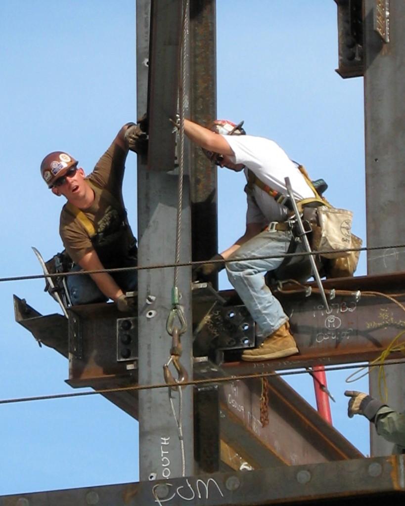 Construction_Workers-819x1024 El perfil del obrero en España: Técnicos