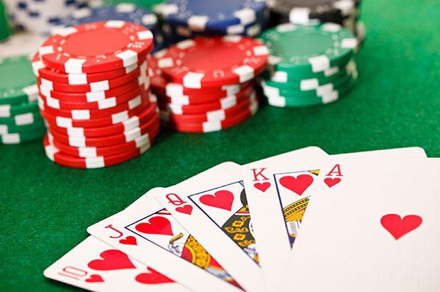 Poker_cards_and_chips Rentabilidad vs. Seguridad