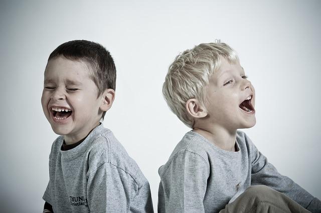 risas_niños Aprender a relacionarnos en el trabajo