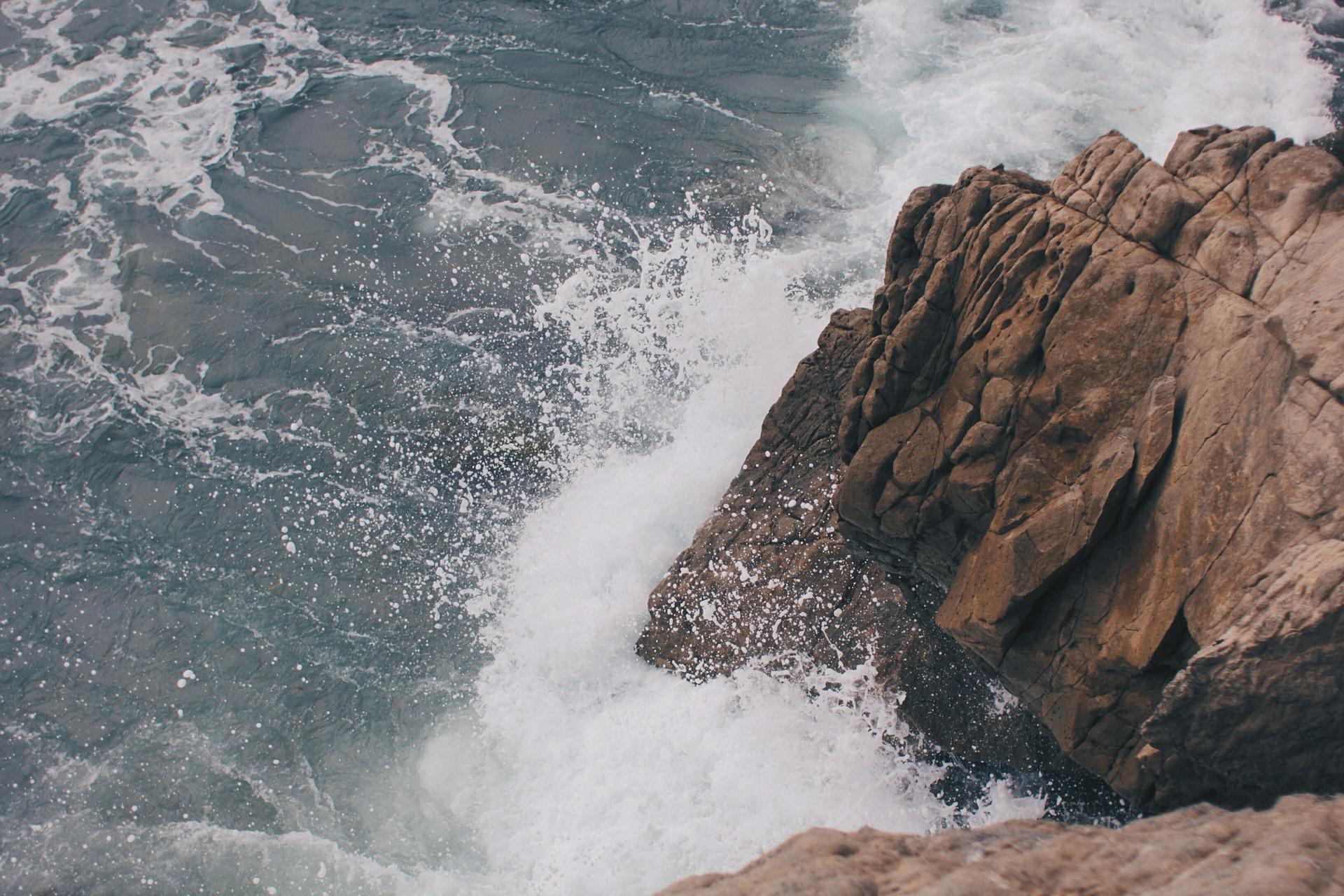 waves-407697_1920