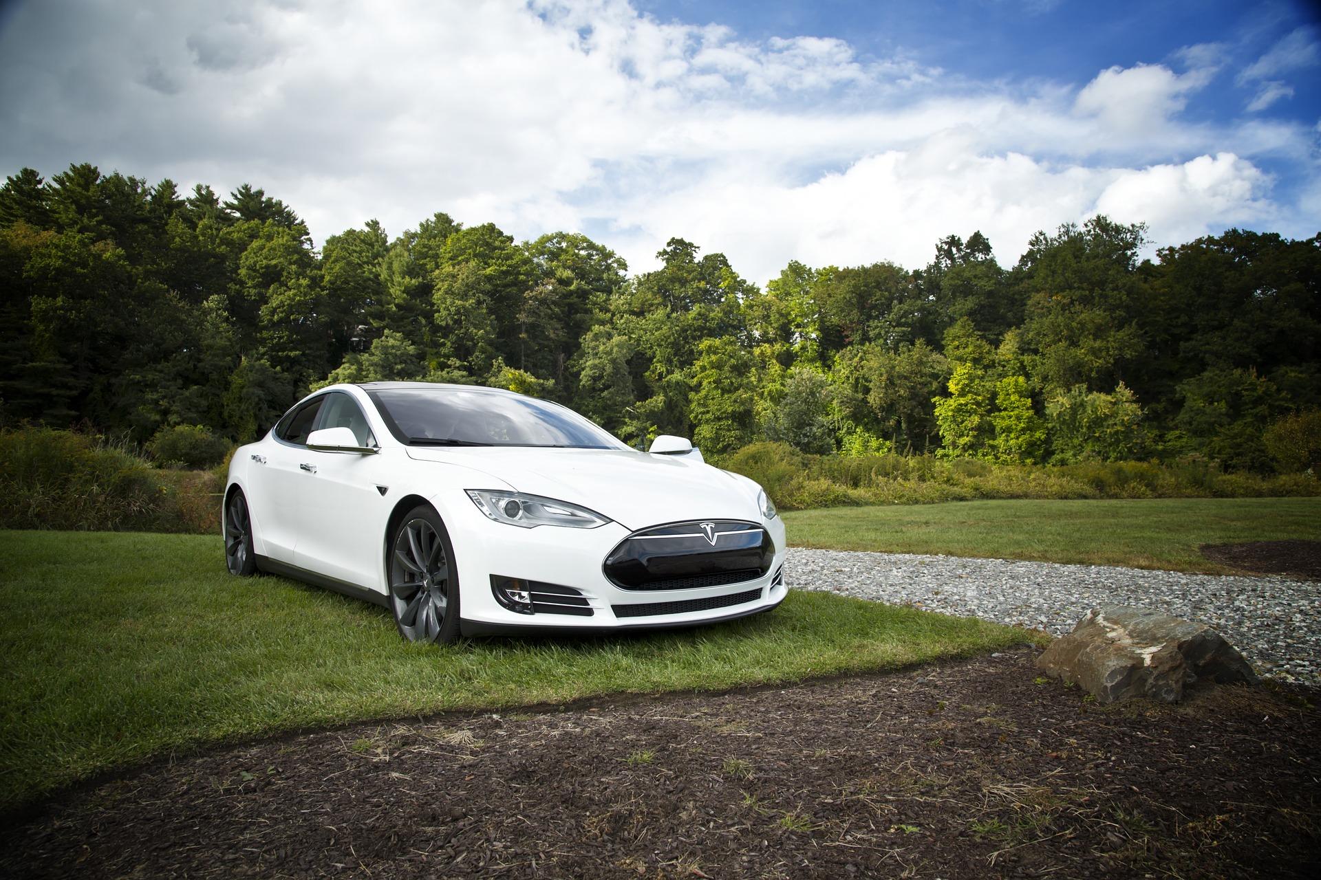 coche de conducción semi-autónoma o autónoma