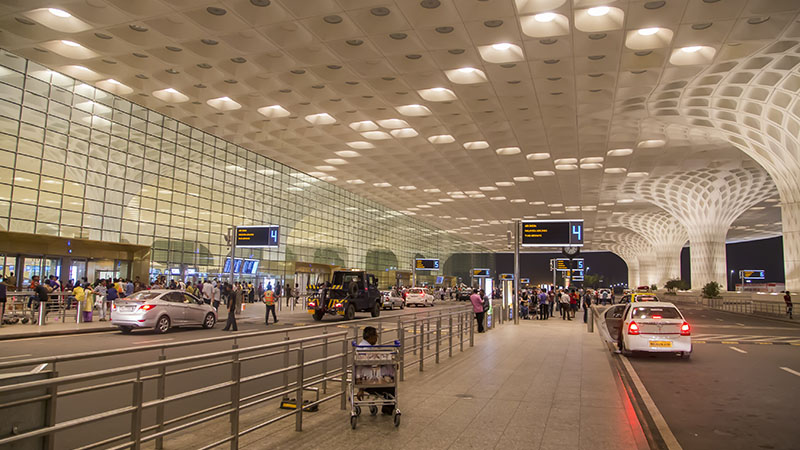 movilidad y transporte: vehiculos en aeropuerto