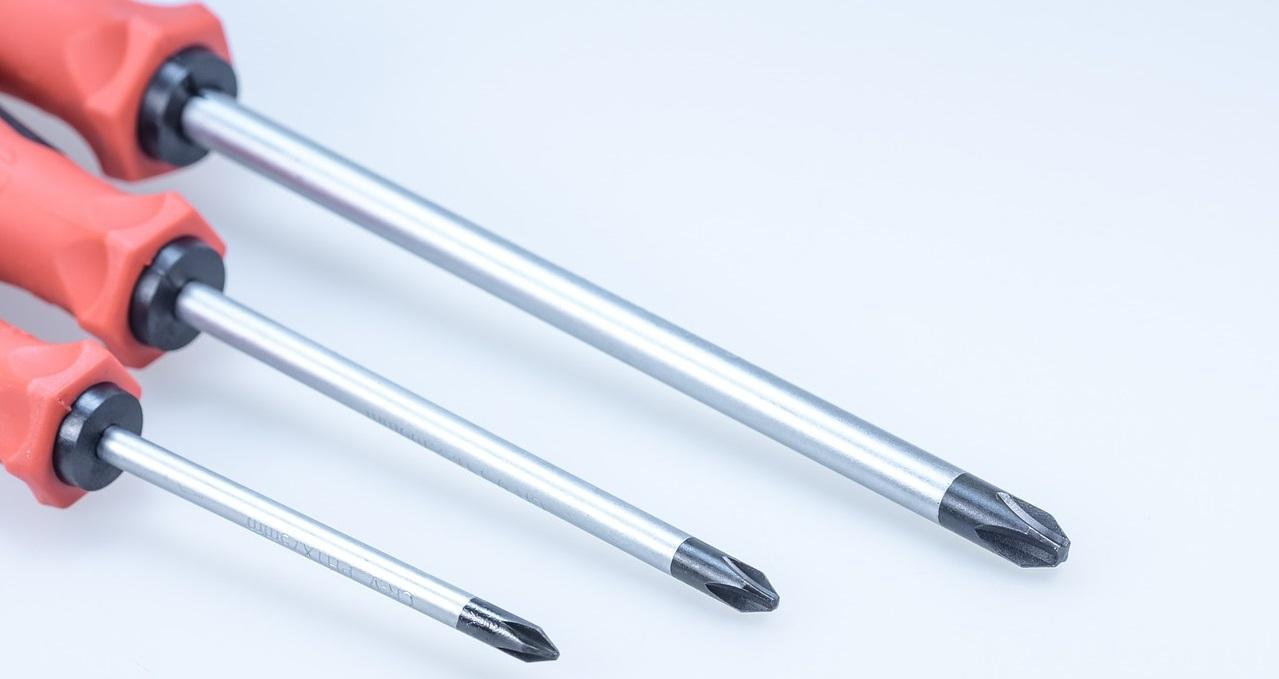 screwdriver-608318_1280 ¿Tienes herramientas manuales en casa?