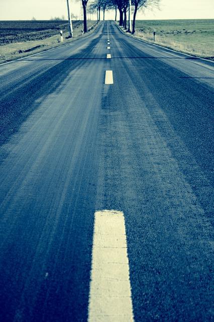country-road-599457_640 Hacia el humanismo empresarial