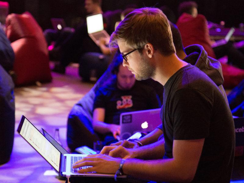TIC-EMPLEO-800x600 TICs: Los puestos y contratos más demandados en España