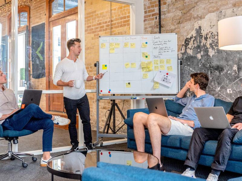 lider-inspirador-800x600 Cómo convertirte en un líder inspirador y transformador para tus empleados