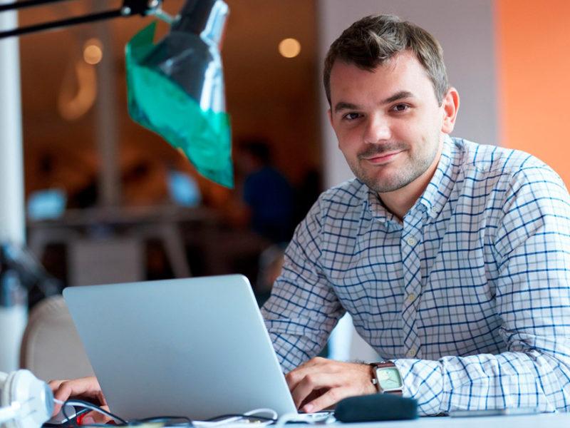 perfil-knowmad-profesional-800x600 Cómo dirigir a un equipo trabajando en remoto