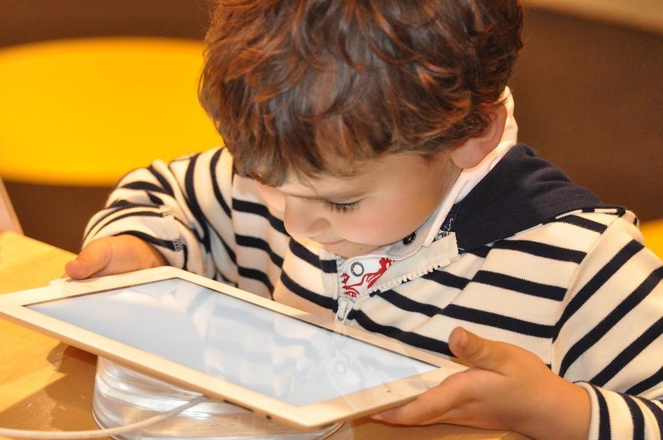 ninos-tecnologia Los niños, cada vez más enganchados a la tecnología
