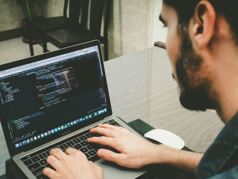 experto-en-sistemas-800x600 Principales herramientas que debe manejar un experto en Sistemas